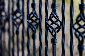 fence-450670_640(1)